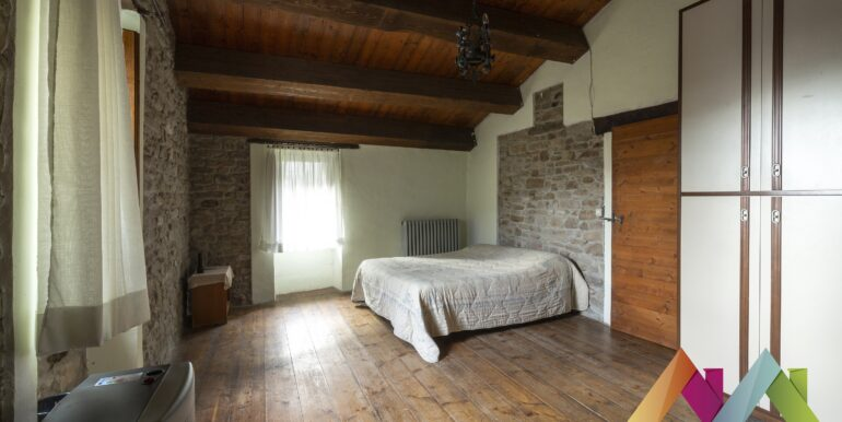 Casa colonica con terreni a Modigliana